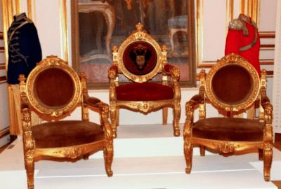Trône Nicolas II et fauteuils © N. Medveda