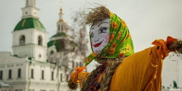 maslenitsa-dame-mascotte-festival
