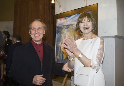 Macha Meril (actrice) avec Gueorguy Shishkin (a gauche, peintre) devant son portrair de Boris Pasternak. Soiree hommage a Boris Pasternak (ecrivain et compositeur) a l'occasion du 50e anniversaire de son Prix Nobel de Litterature (1958-2008). Paris, ambassade de la Russie, 24.11.2008.