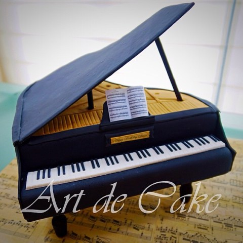 Play some sweet tunes on this little beauty.. Then gobble it up! #artdecake #pianocake #grandpianocake #decoratedcakes #music #cakeart #cakedecorating #sugarcraft #chocolatemudcake