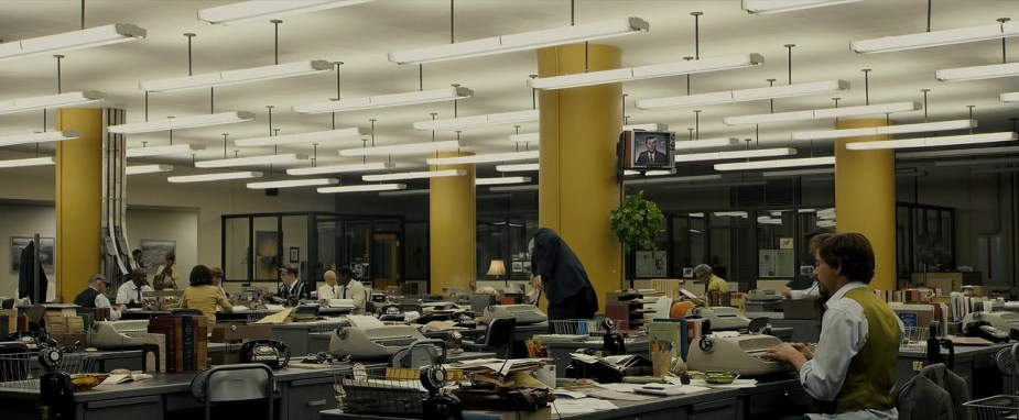 Zodiac film (2008) director David Fincher film wide shot with yellow columns