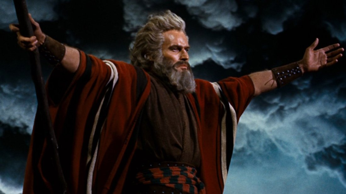 The Ten Commandments of Production Design / Production Design Ten Commandments / Film still / Moses parts the sea / red robe