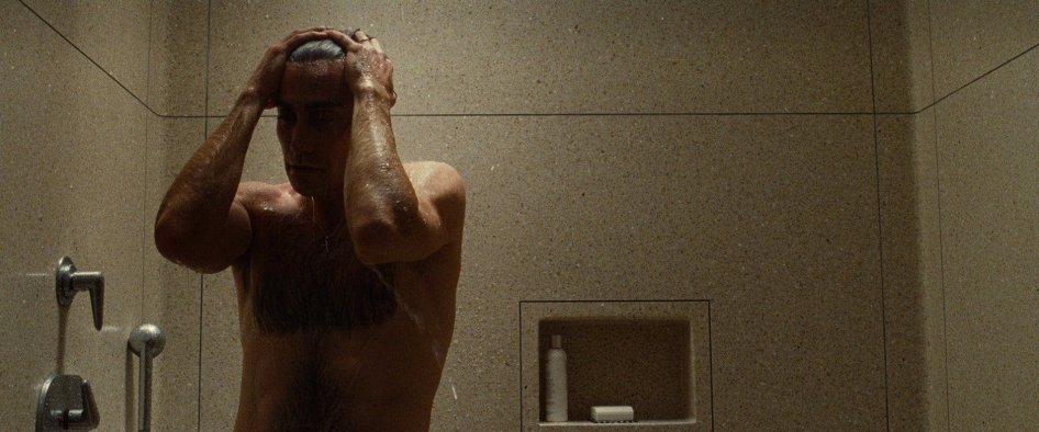 nocturnal-animals-tom-ford-jake-gyllenhaal-topless-shower