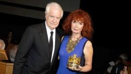 Prix du Carrosse d'or 2014 décerné à Alain Resnais, ici détenu par sa compagne Sabine Azéma