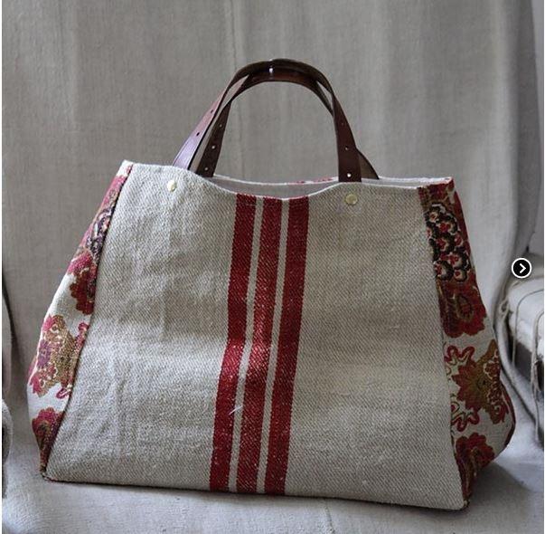 db3297d07 Para inspiração: uma bolsa elegante, de tecido rústico, forrada com bolso  simples interno com 54 cm de largura, 27 cm de altura e 30 cm de  profundidade.