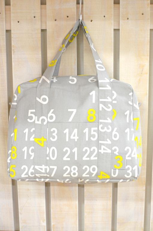 24f1a7c68 Mais uma bolsa feita com o tecido e o estilo Kokka, o modelo é clássico e  fica super elegante inteiro em tecido de algodão encorpado e com uma bonita  ...
