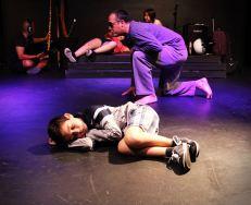 José Manuel Domínguez realiza algunos ejercicios de movimiento para la creación de personajes.