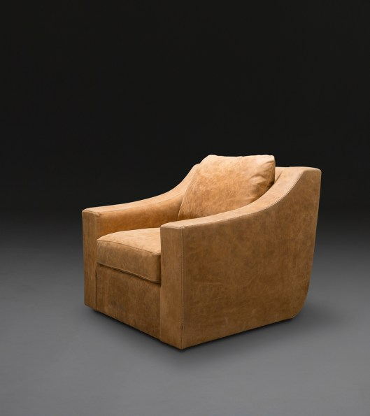CLARENCE Club Swivel Chair @HP Oct2014