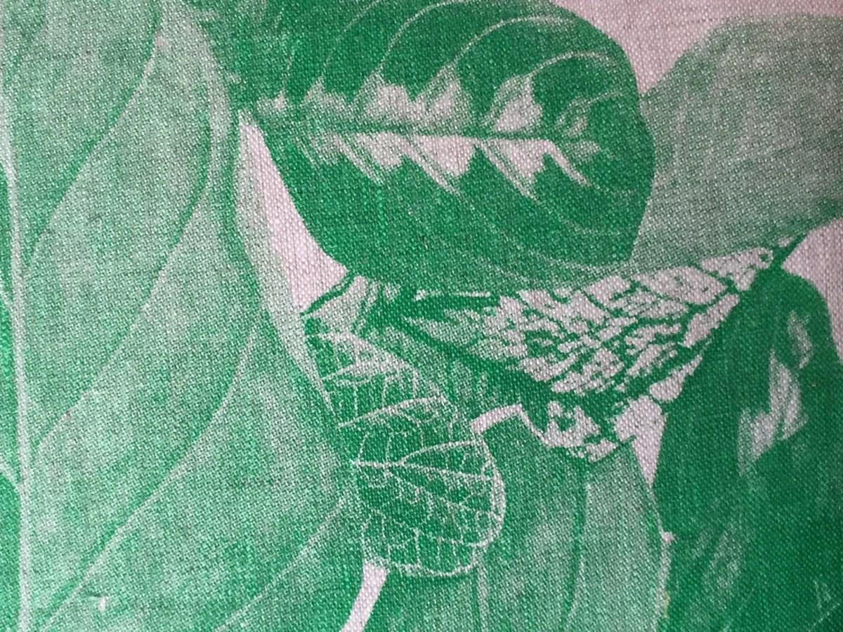pillow-begonia-leaf-green-detail-artefacthome