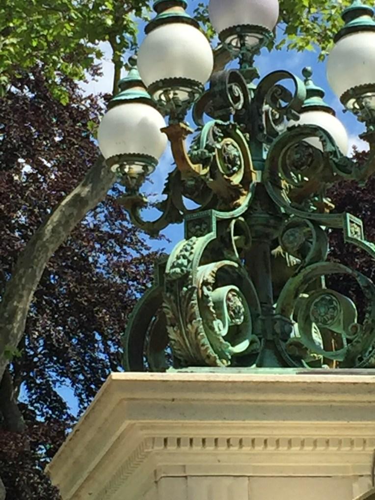 ww-light-on-wall-bellevue-newport-artefacthome