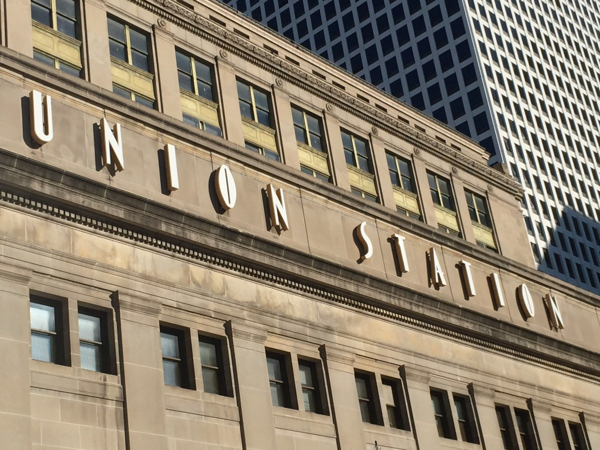 walk-union-station-font