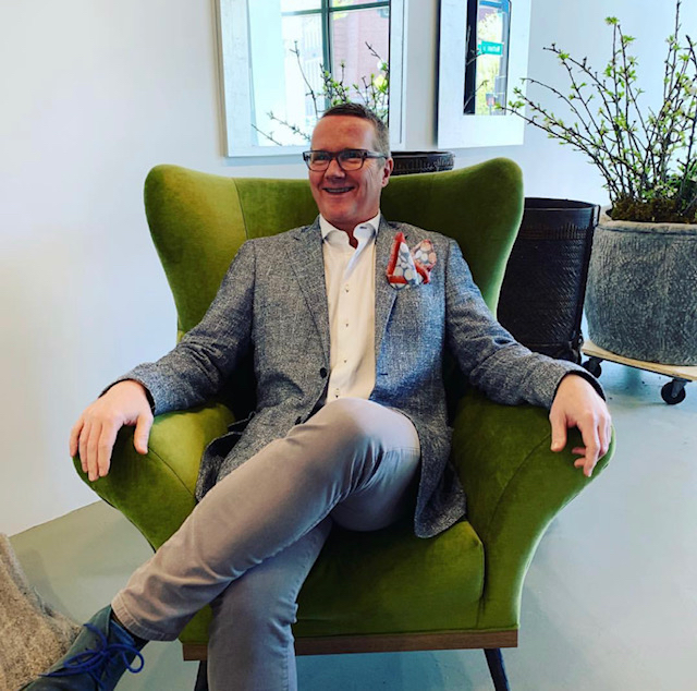 paola-club chair-uph green velvet-kent newton-artefact