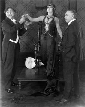 La-sorciere-1925-Tod-Browni.jpg