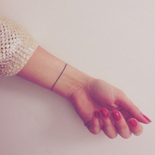 tatuaje pulsera hilo