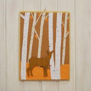 Quadretto femmina di cervo nel bosco