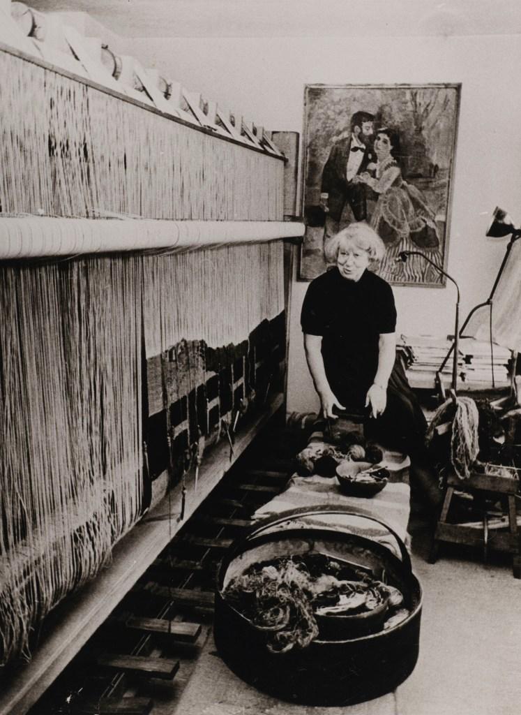 Hannah Ryggen am Webstuhl, um 1964, Adresseavisen, Trondheim.
