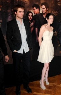 RENCONTRE À PARIS AVEC ROBERT PATTINSON, KRISTEN ET TAYLOR ! LE PHOTOCALL !
