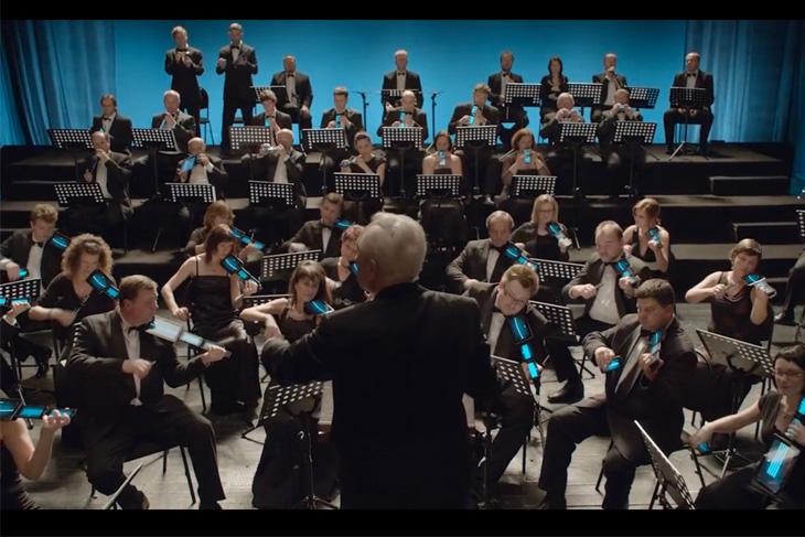 Orquestra toca com celular