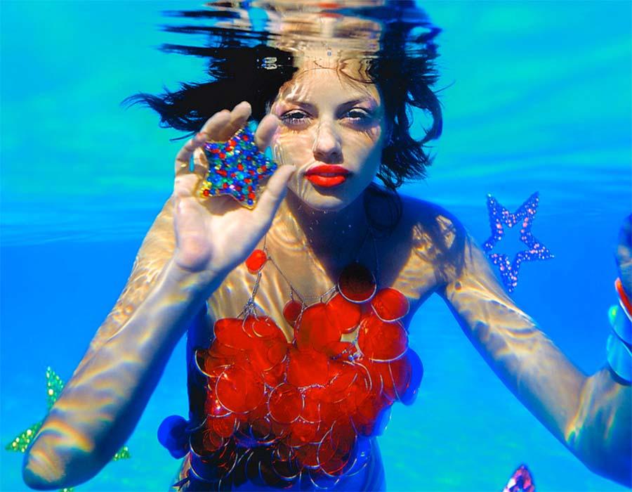 Conheça o mundo colorido de Thierry Van Biesen