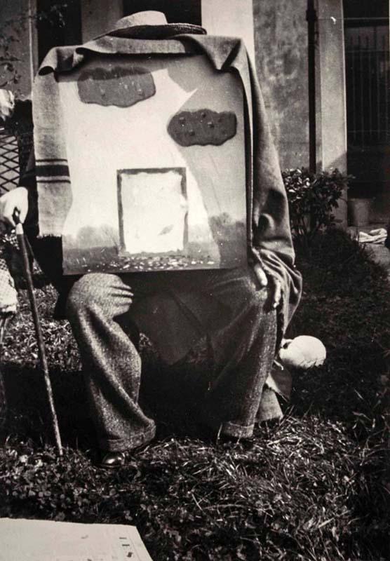"""Variante da fotografia associada ao título """"Dieu, le huitième jour"""" Bruxelas, Rue Esseghem, 1937"""