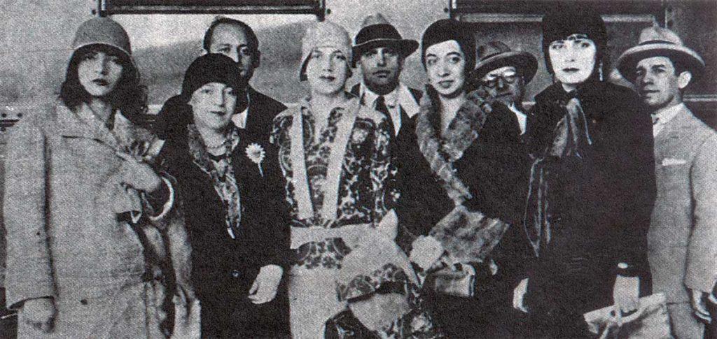 Na frente: Pagu, Elsie, Tarsila, Anita e Eugenia.(1922)