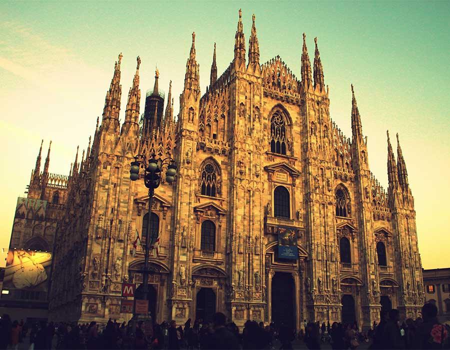Arquitetura gótica: verticalidade, vitrais e a grandiosidade divina