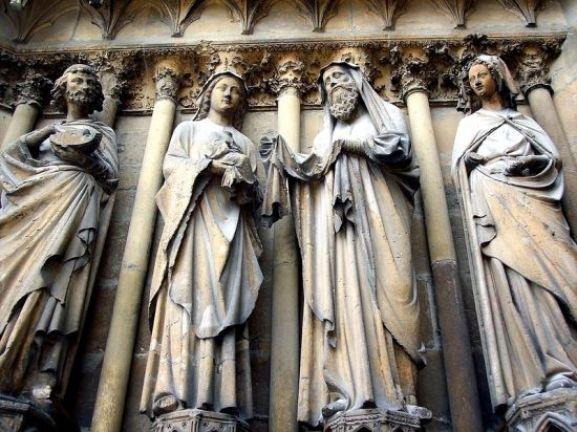 Esculturas na Catedral de Reims