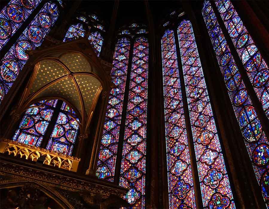 Escultura, pintura e os manuscritos iluminados do estilo gótico