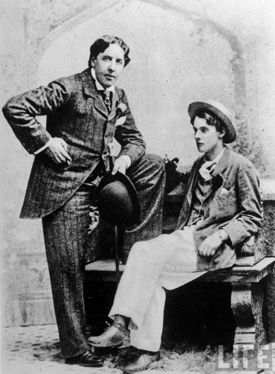 Oscar Wilde e Lord Alfred Douglas, seu suposto amante
