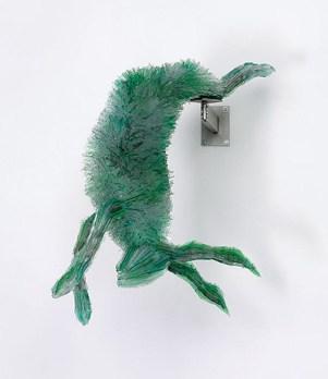 Marta Klonowska, coniglio in vetro che riproduce un dettaglio della natura morta Gran Cucina di Michel Bouillon