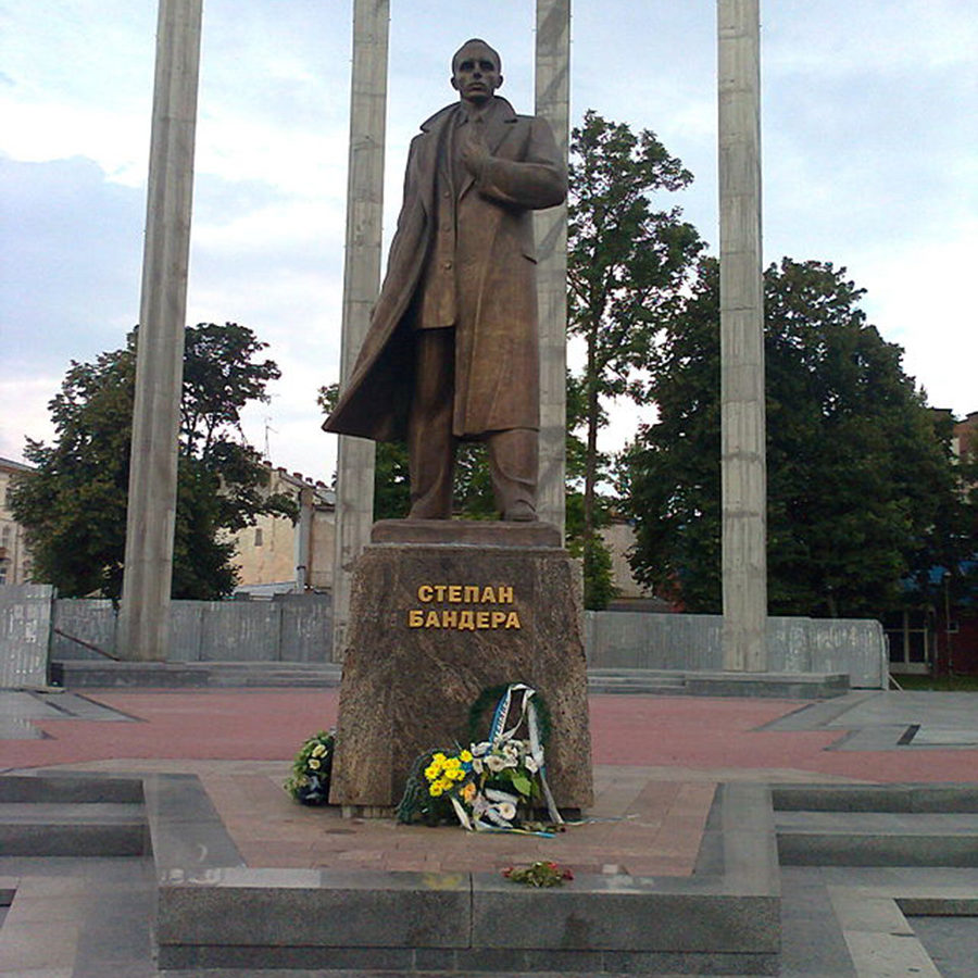 Bandera_Lviv_pam