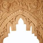 Arco tallado en madera