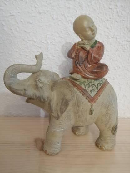 Elefante con monje decoración meditación budista