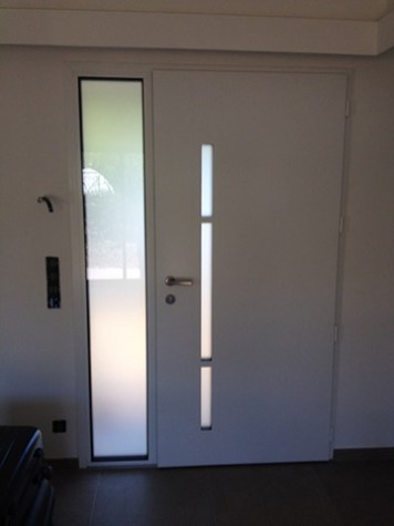 Photo vue intérieur porte monobloc alu bicolore