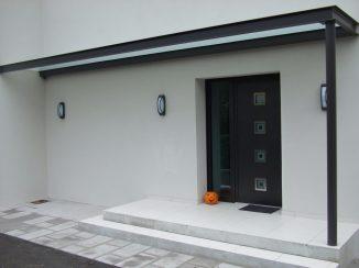 porte d'entrée aluminium avec 4 fenêtres