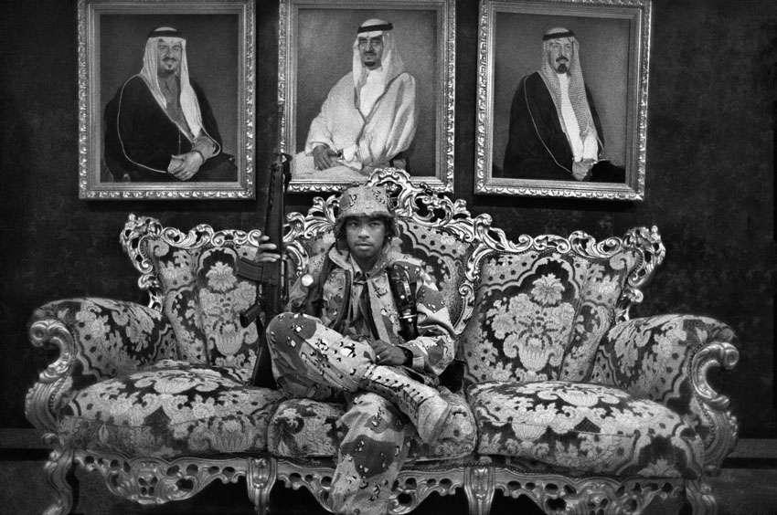 """Storie di fotografie, """"Frammenti di guerra""""."""