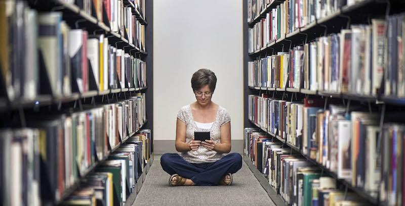 Gente che legge, una rassegna fotografica sulle nuove abitudini di lettura