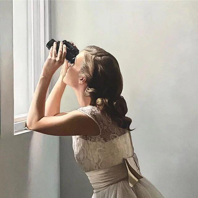 Mirar por la ventana tiene  mucho arte en las obras de  Shaun Downey.