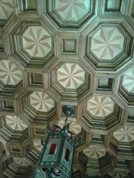 Miguel Farse: artesonado de techo en entrada de vivienda particular (II)