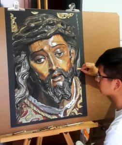 Carlos Llano (Reys Perú) da últimos retoques a la imagen del Santísimo Cristo de las Tres Caídas de Triana