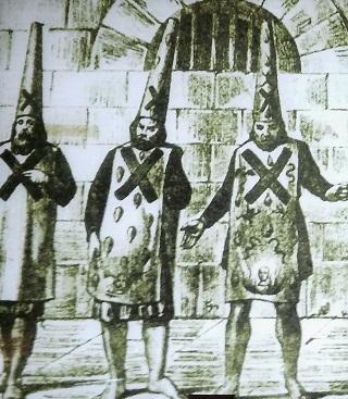 """Conversos con el sambenito(Fuente: panel expositivo """"los Conversos"""" del Castillo de san Jorge. Foto: Francisco Calvo)"""