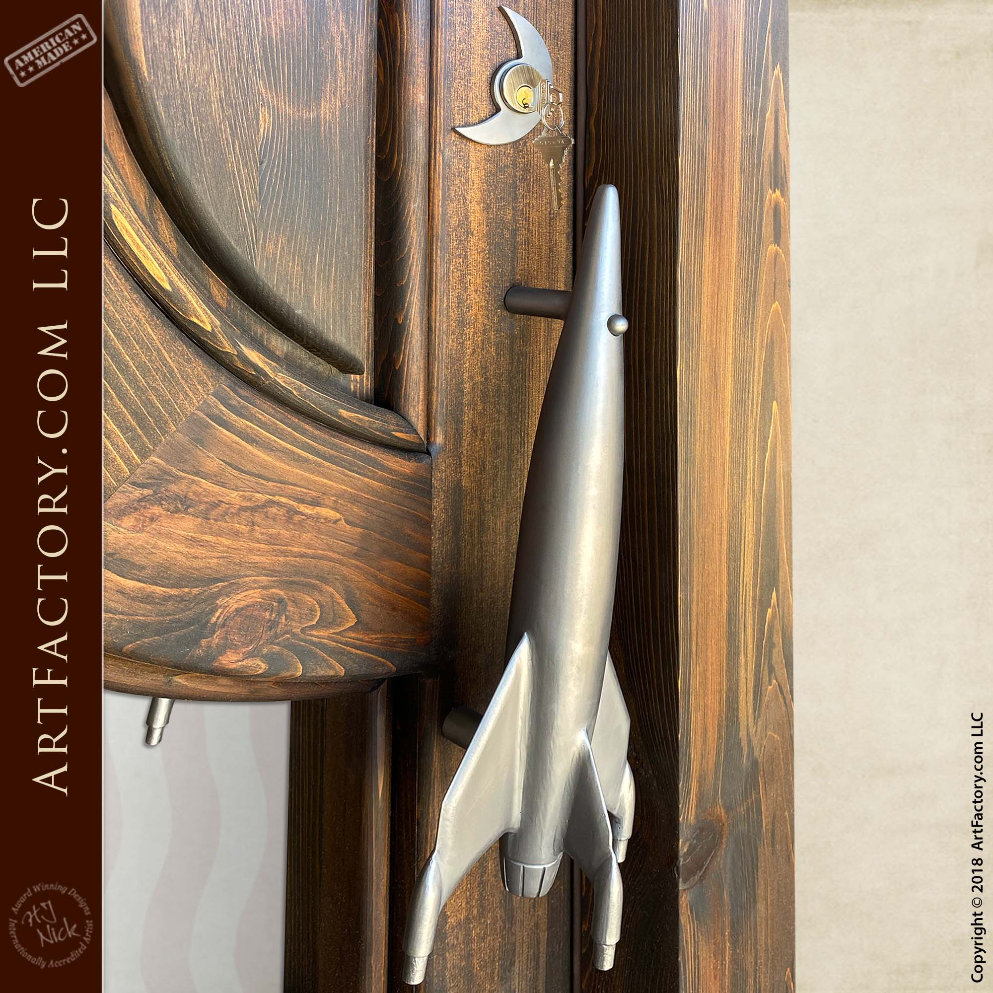 iron rocket door handle with moon lock plate