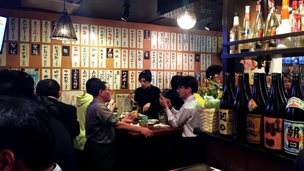 https://artforia.com/wp-content/uploads/2017/02/Menghangatkan-Tubuh-di-Izikaya-Bar-ala-Jepang-1.jpg