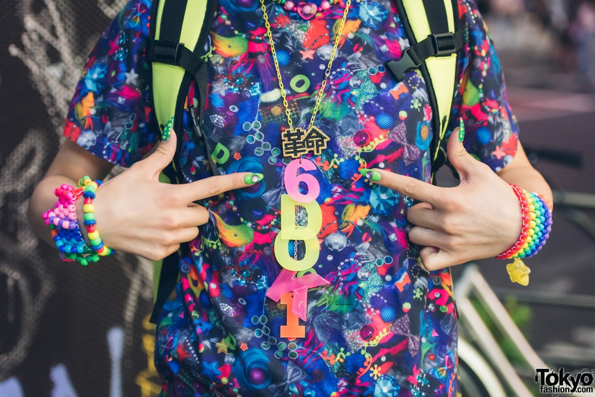 Tampil Eksentrik Penuh Warna Dengan Fashion Harajuku Neon