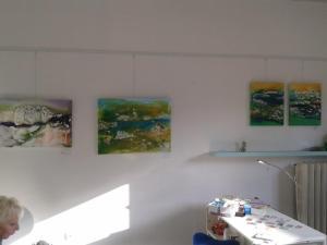 Die Bilder hängen für die ersten Flensburger Ateliertage in unserem Atelier am Holm 35