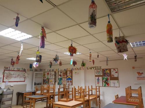 BD – Atelier d'arts plastiques à la Table de Jeanne-Marie – Déco du plafond