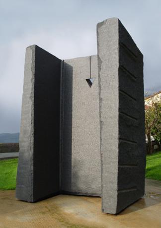 Улісс. 1999. Африканський чорний граніт. 258 x 145 x 73 см
