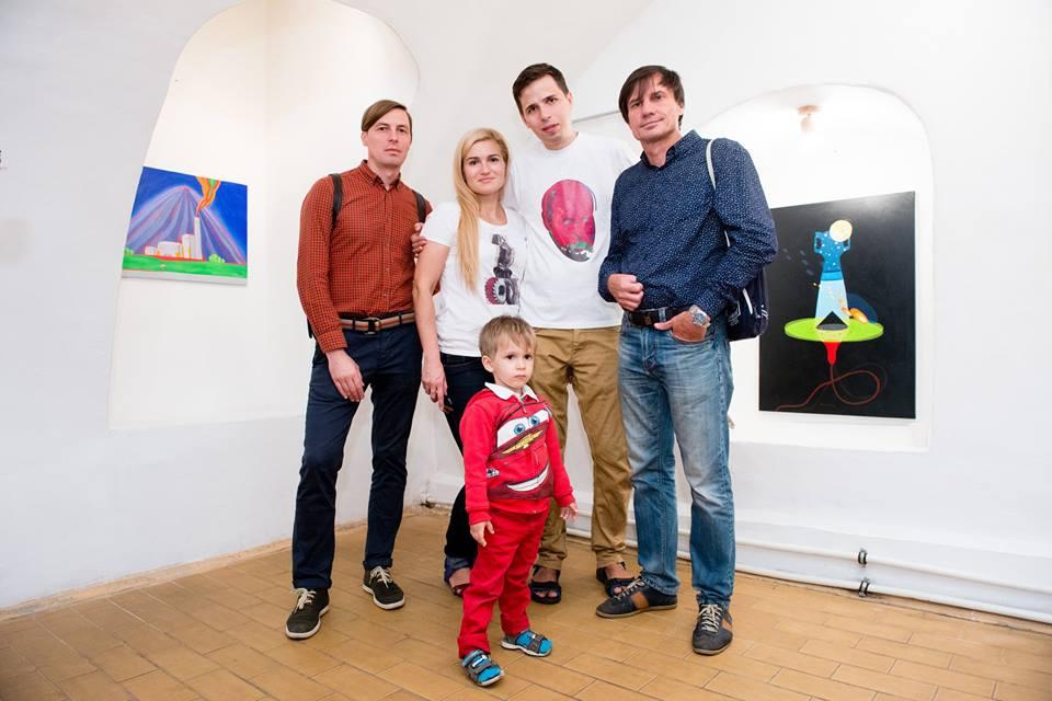 В центрі - Алекс Єськова та Антоніо Шевченко на відкритті виставки 1 вересня