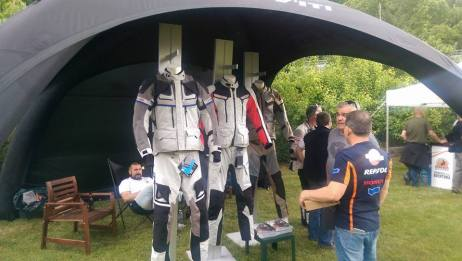 la carpa de REV'IT!, Pirineos 2016