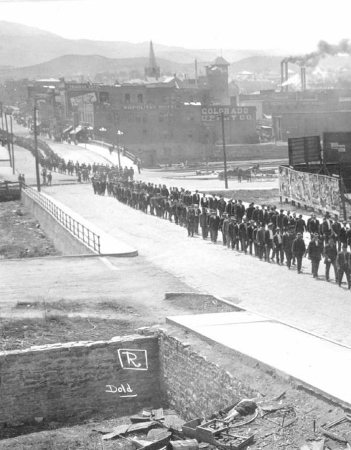 Η πομπή της κηδείας του Τίκα, Ludlow, 1914